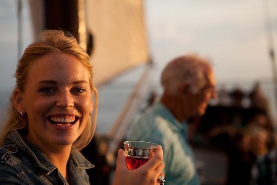 geburtstag feiern auf dem wasser segeln in holland auf dem ijsselmeer zuiderzee. Black Bedroom Furniture Sets. Home Design Ideas